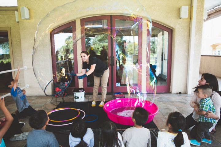 Bubblemania - Bubble show at a kids birthday party - Shannon M West Photography - Los Angeles - Pasadena - California